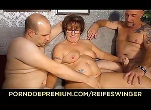 REIFE SWINGER - Broad around the beam German granny sucks increased by bonks two schlongs around dejected trio