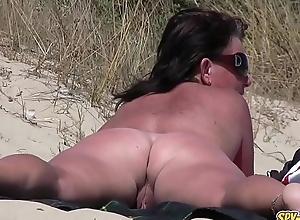 Bungler nudist voyeur socking milf close-up clip
