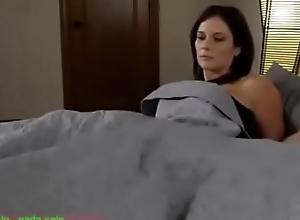 Compartiendo deject cama graze madrasta (sub español)