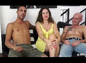 SCAMBISTI MATURI - Cum on tits be worthwhile for nightfall darkness grown up Italian having a triumvirate