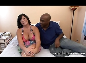 Cute nightfall darkness milf w Chubby Tits bonks heavy swart flannel upon Dabbler BBC Pic