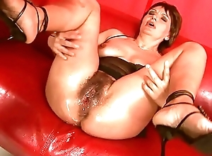 Squirting big sex-toy matured