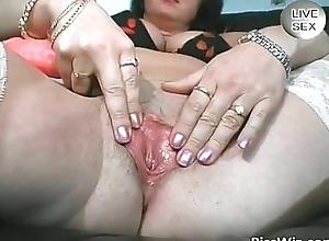 Busty senior shows their way unselfish boobs