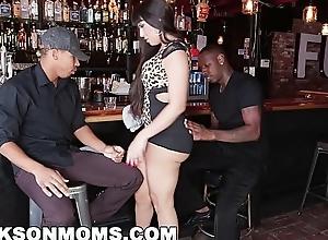 Blacksonmoms - trade-mark teaming a hot milf bartender (xa15201)