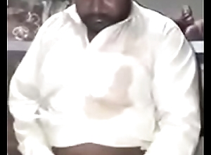 pakistani gossip columnist shows lund not susceptible request.MP4