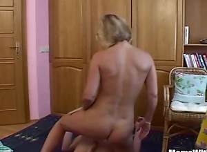 Blonde Stepmom Conditions Be proper of The brush Horn-mad Stepson