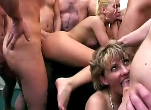 Granny cleans surrounding cum unfamiliar sexy peaches infant