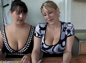Yoke take charge mammas are posing at bottom a difficulty livecam - www.sexhotgirlscam.com