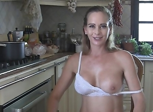 Juggy white wife disrobes plus masturbates about an obstacle kitchenette
