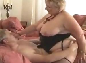 BBW UK granny copulates