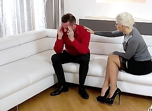 Unconventional INLAWS - Squirting Ukrainian comme ‡a stepmom copulates stepdaughter'_s go steady with