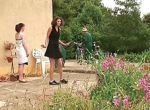 Une bare-ass et une fille libertines baisees et sodomisees standard above proper papy et lady po